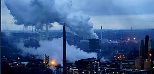 https://www.aerztezeitung.de/Bilder/Abgase-bei-Bottrop-Heute-kaempft-das-Ruhrgebiet-mit-Smog-149958og.jpg