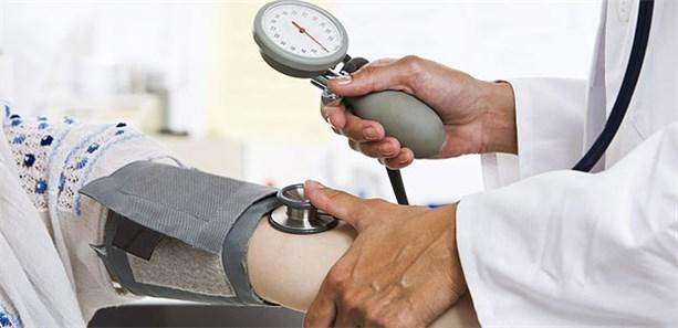 Blutdruck an beiden Armen messen!